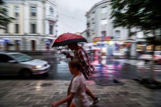 Після суботніх злив з градом та грозами Україну візьме в полон сильна спека