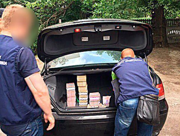 На Дніпропетровщині викрили конвертцентр із щоденним обігом до 3,5 млн гривень