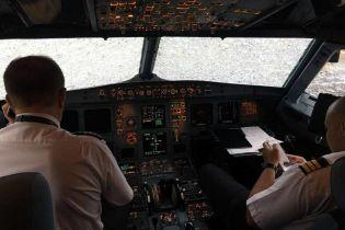 Ексклюзив ТСН. Український пілот розповів, як посадив пошкоджений градом літак і вразив Туреччину