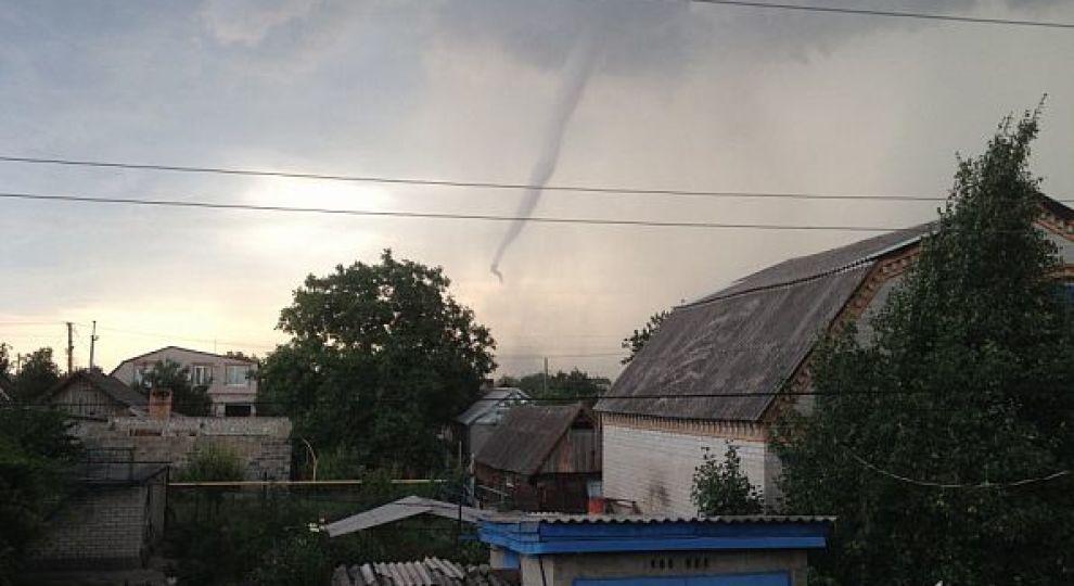 Потужний ураган в Кривому Розі: у ДСНС підрахували, скільки дахів негода зірвала з будинків у місті