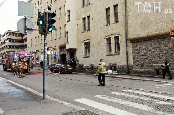 В столице Финляндии автомобиль въехал в толпу людей, есть погибший