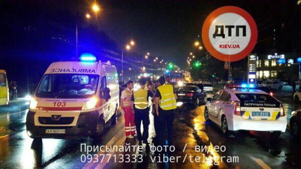 Усмертельній ДТП вКиєві загинув водій і постраждала грудна дитина