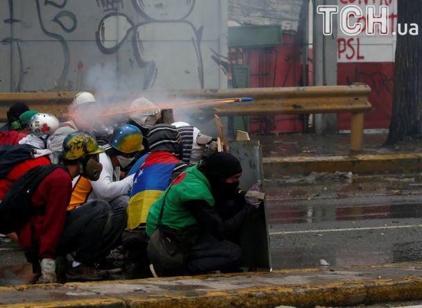 Министр финансов США ввел санкции против 13 уполномоченных властей Венесуэлы