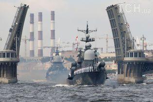Найбільший у світі атомний човен і новітні фрегати: чим Росія хизувалася на параді до дня ВМФ