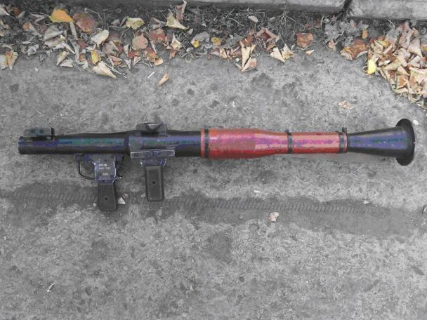 На Луганщине украинские бойцы во время боя обезвредили боевика и захватили российское оружие