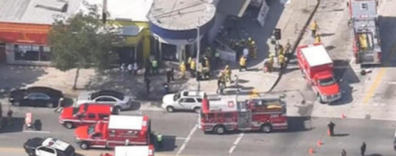 Грузовик протаранил толпу в центре Лос-Анджелеса, есть пострадавшие