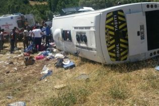 У Туреччині перекинувся туристичний автобус: десятки постраждалих