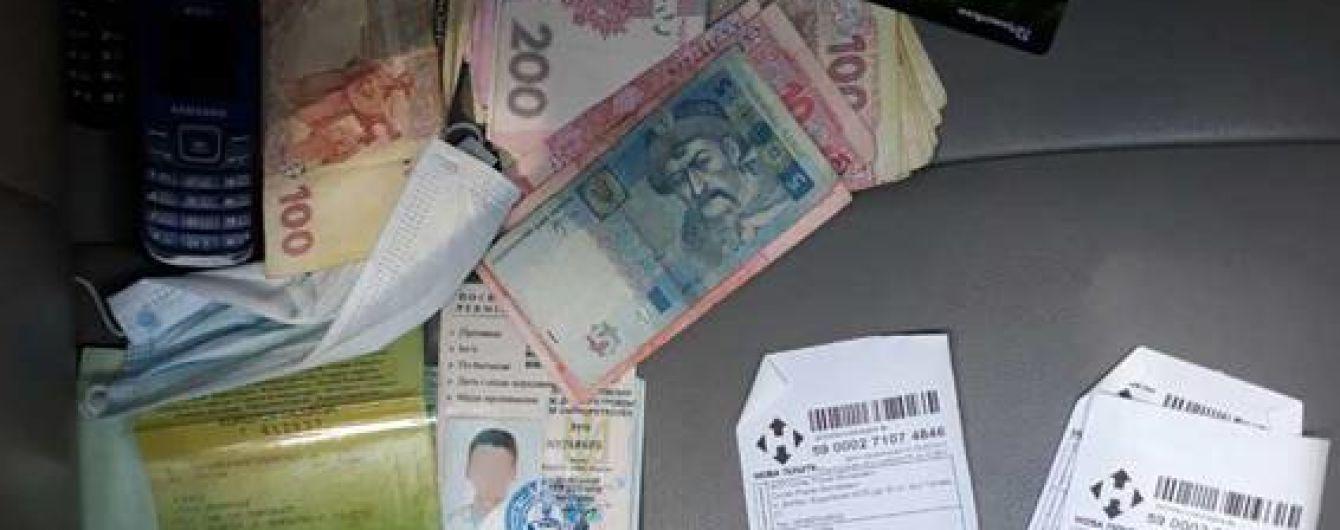 Кіберполіція викрила шахраїв, які під виглядом продажу техніки видурили в українців понад 1 млн грн