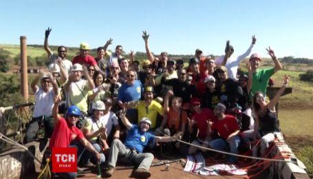 У Бразилії спробували встановити рекорд, влаштувавши обід на запаморочливій висоті