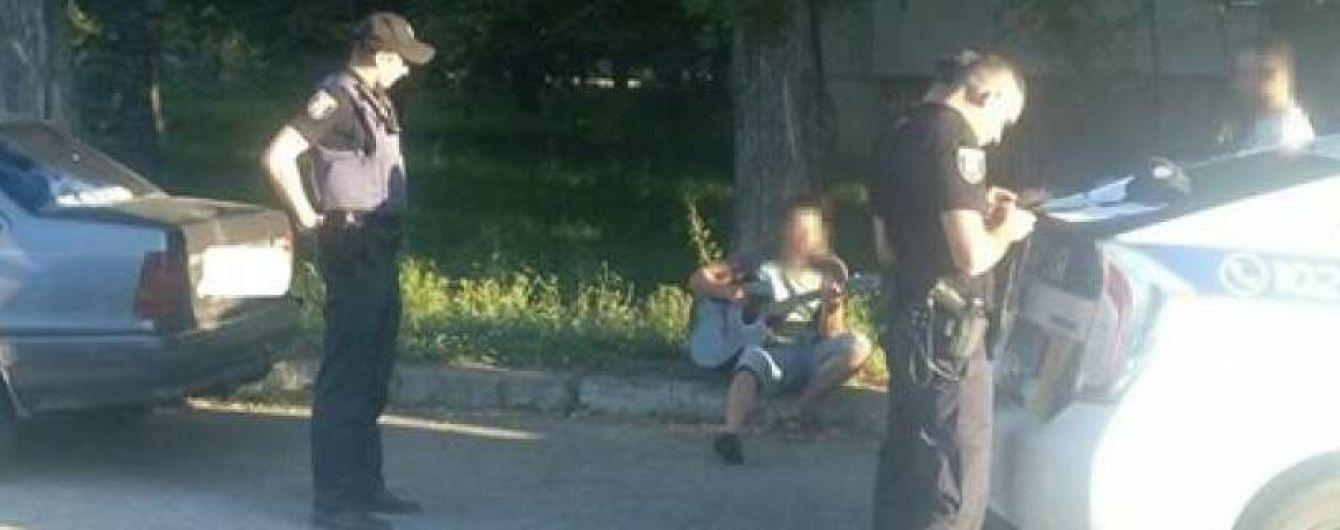 В Сумах водитель навеселе играл полицейским на гитаре