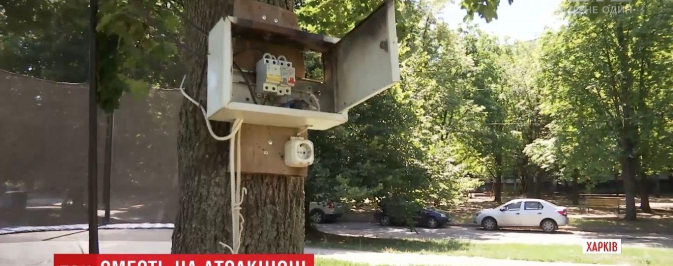 Смерть на аттракционе в Харькове: девушка погибла от удлинителя в мокрой траве