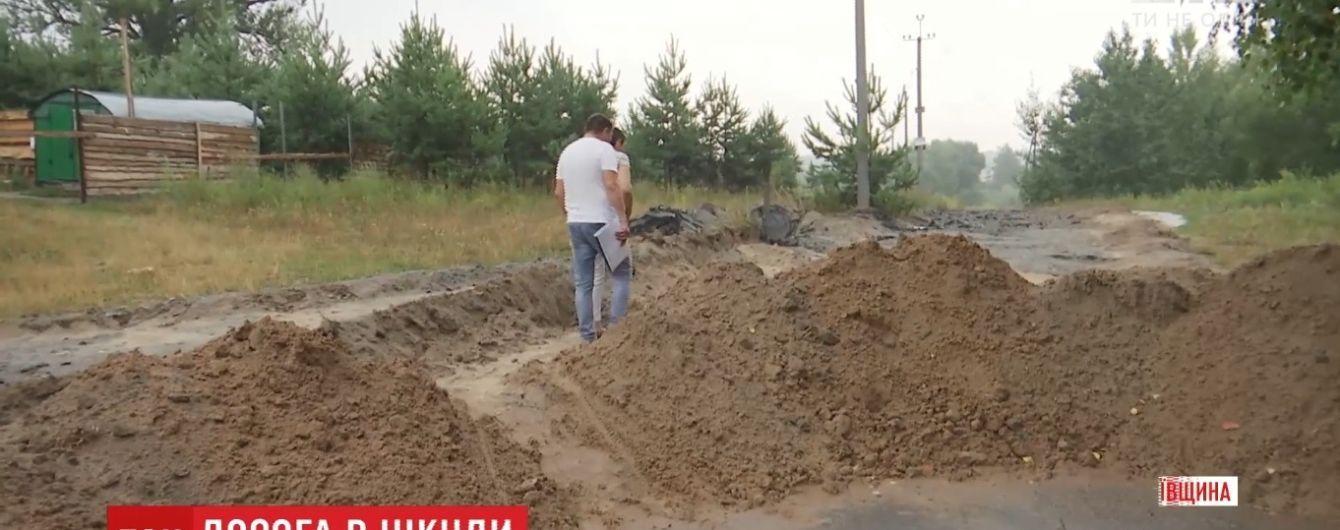 В селе под Киевом вдруг заасфальтировали частную землю под строительство