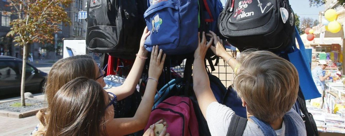 В Украине начали работать школьные базары