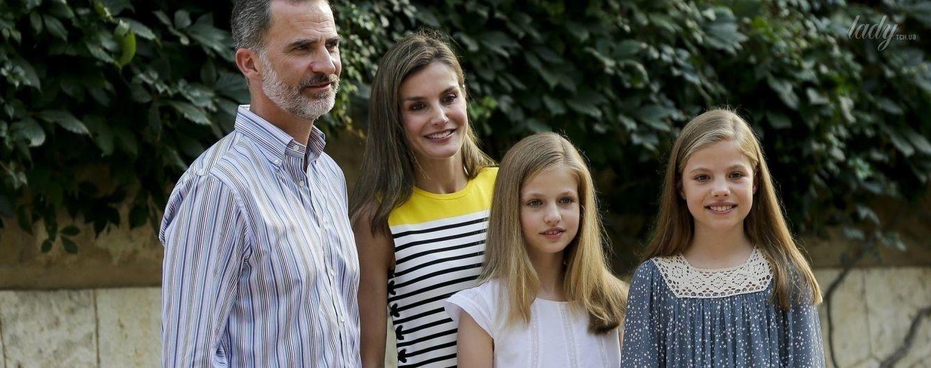 Королева Летиция с мужем и детьми снялась в семейной фотосессии