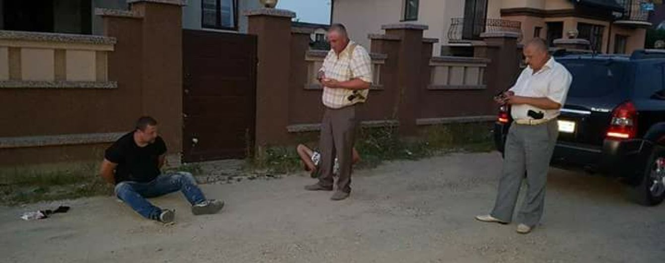 В Івано-Франківську схопили чоловіка, який намагався застрелити підприємця в центрі міста