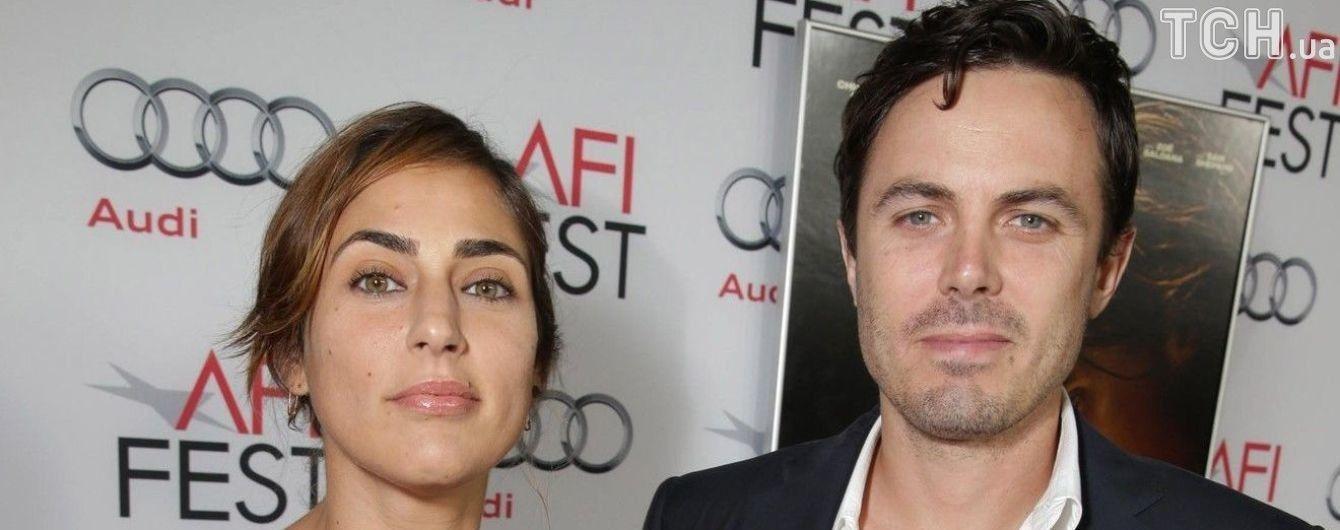 Вслед за братом: Кейси Аффлек официально разводится с женой