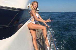 Отдых на яхте: Оля Полякова в купальнике блеснула сексуальной фигурой