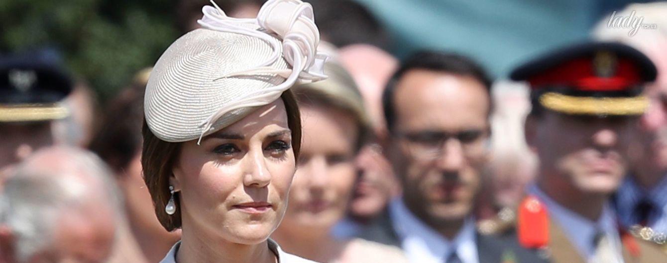 В красивом пальто с вышивкой: герцогиня Кембриджская на торжественном мероприятии в Бельгии