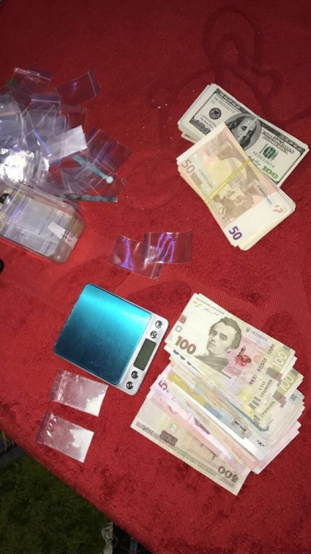 СБУ задержала жителя Киевщины, который перевозил в желудке 28 презервативов с кокаином