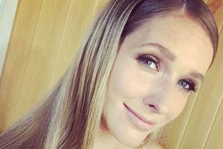 С распущенными волосами и эффектным макияжем: Катя Осадчая продемонстрировала новый образ