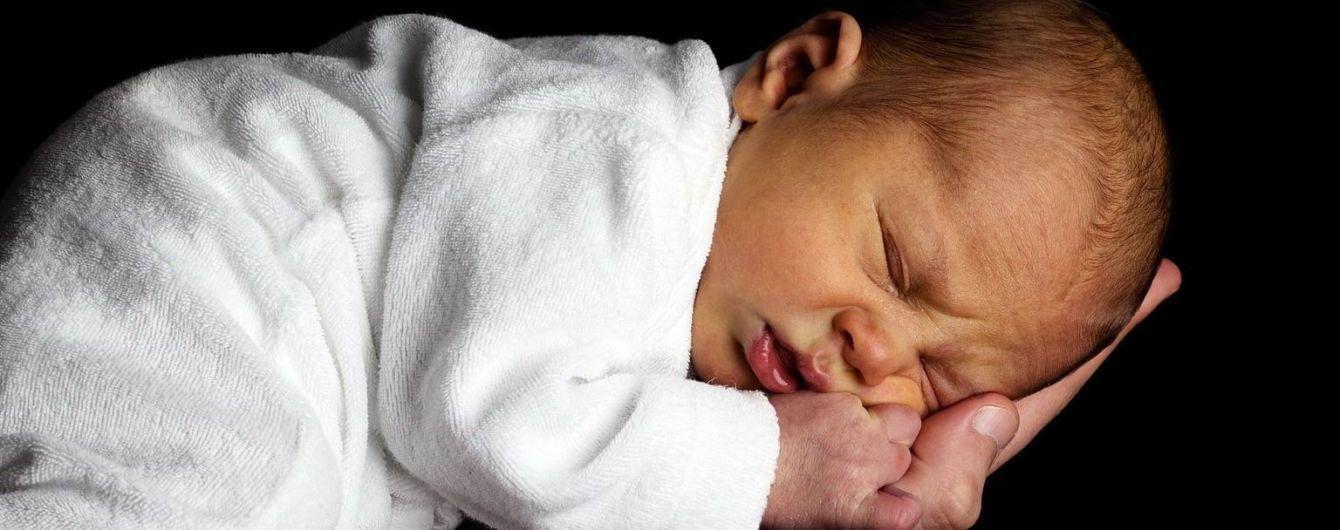 Звездный тренд может убить вашего малыша: не оставляйте ребенка в неправильной позе