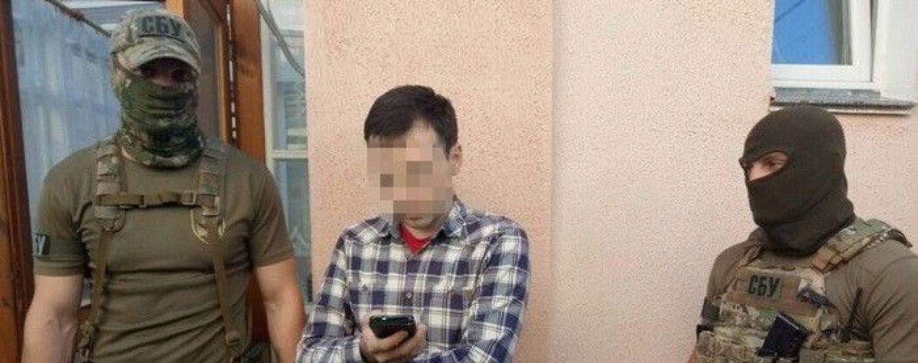 На Житомирщині викрили журналіста-блогера, який писав антиукраїнські статті на замовлення Кремля
