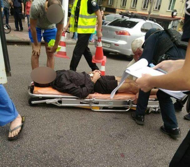 В Днепре водитель стрелял в мужчину, который под воздействием наркотиков прыгал по капоту и крыше его авто