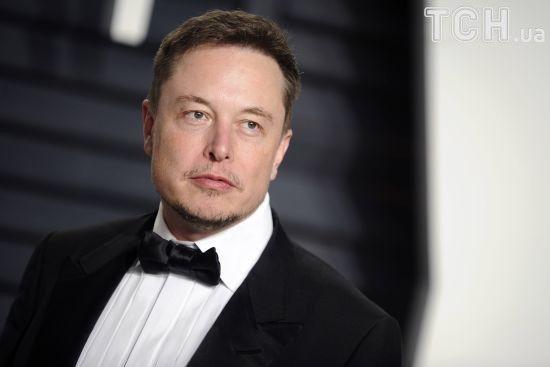 Ілон Маск анонсував запуск надважкої ракети Falcon Heavy