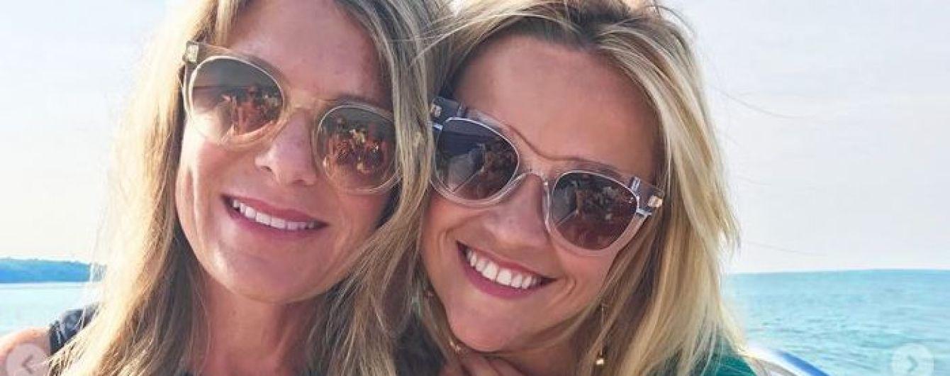 Бикини, море и селфи: Риз Уизерспун показала, как отдохнула с подругами
