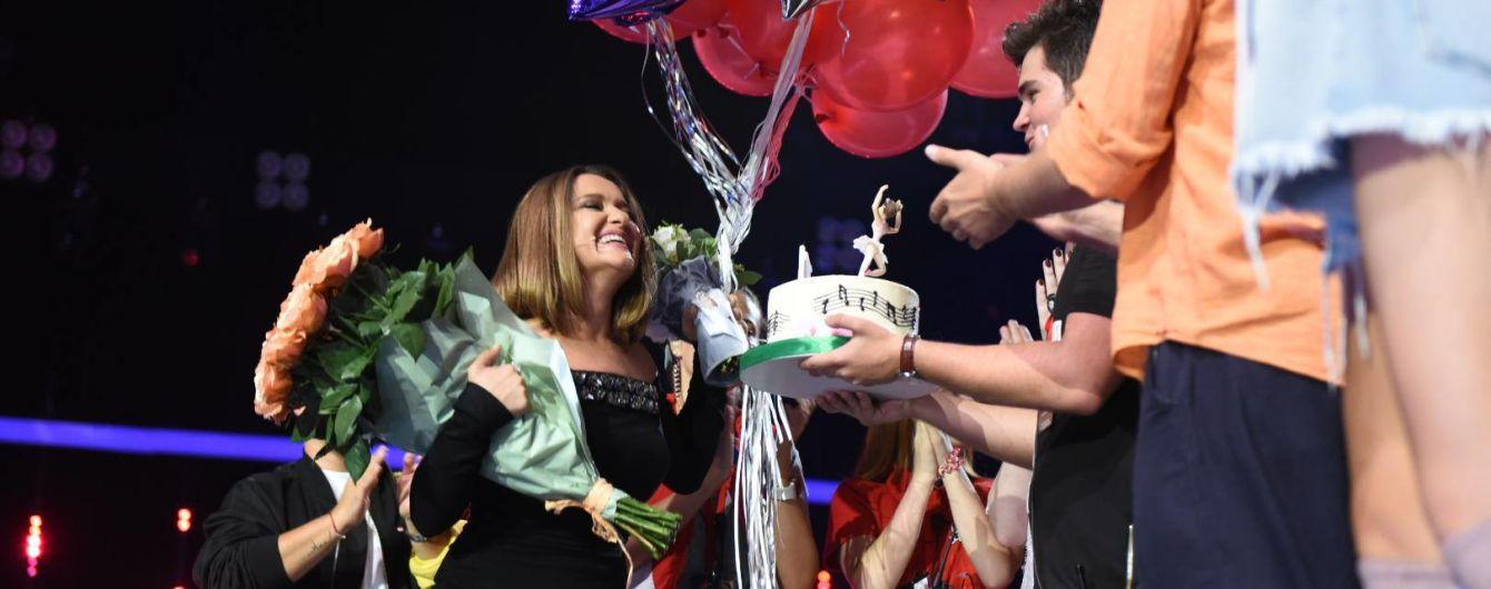 """Могилевська в обтислій сукні відсвяткувала день народження на зніманнях """"Голосу.Діти-4"""""""