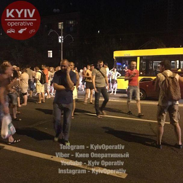 Возмущенные киевляне перекрыли Харьковское шоссе в районе MegaCity