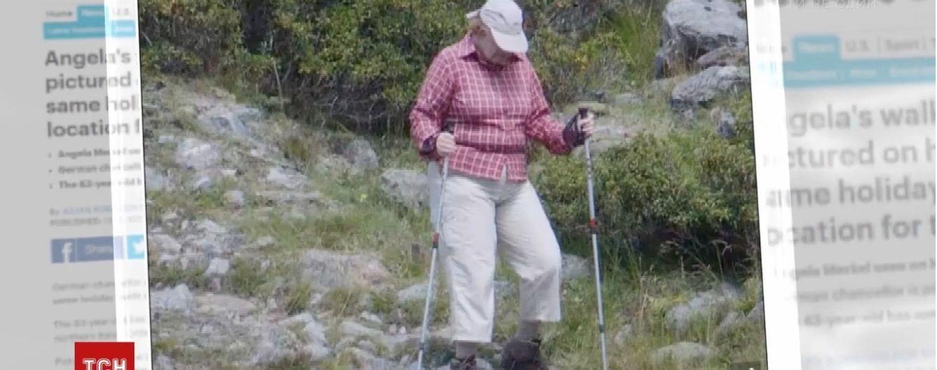 Меркель п'ять років поспіль на відпочинку носить той самий одяг