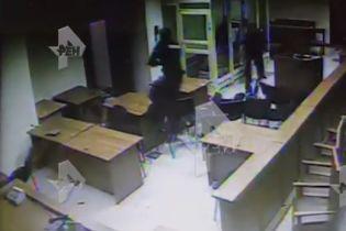 У Мережі з'явилося відео кривавої стрілянини в Московському суді