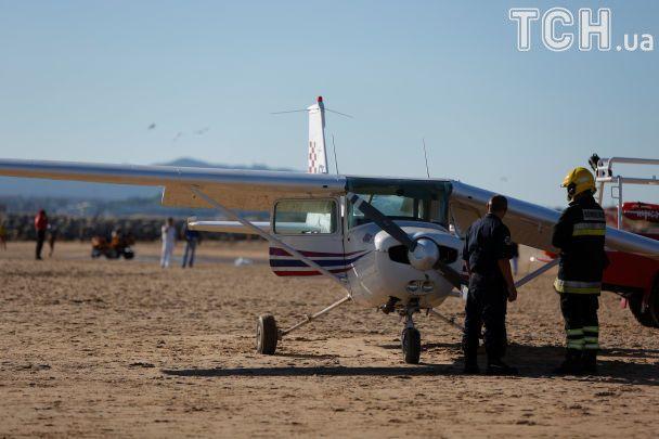 В Лиссабоне на пляж приземлился самолет, убив девочку и мужчину