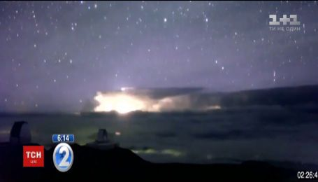 Синий джет: на Гавайях засняли редкую молнию