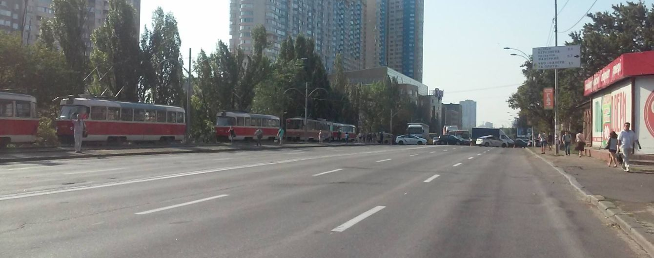 В Киеве митингующие перекрыли Харьковское шоссе