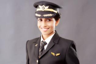 30-летняя индианка стала самым молодым в мире командиром-женщиной Boeing 777