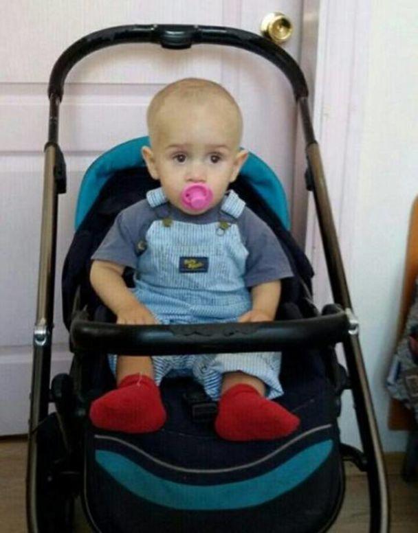 В Киеве прямо посреди улицы бросили коляску с ребенком