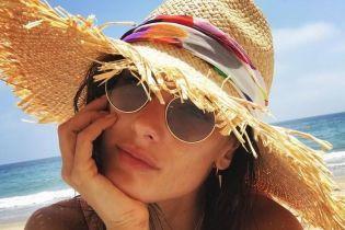 Пляж, мороженое и селфи с дочкой: Алессандра Амбросио поделилась снимками с отдыха