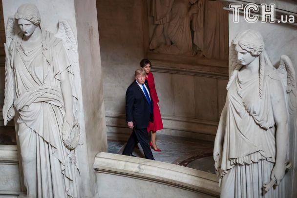 Стройные ножки и контрастные платья: как Трамп и Макрон женами щеголяли