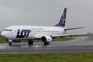 У Варшаві екстрено приземлився літак