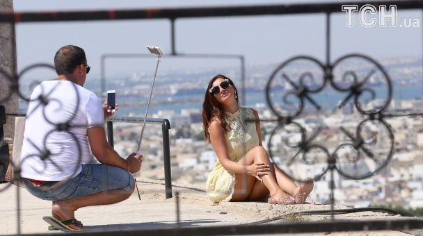 Пляж, море и потрясающие селфи: Reuters показало, как европейцы проводят свои отпуска