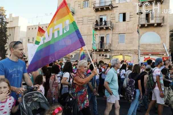 Зірка Давида на тлі веселки і поцілунки: в Єрусалимі відбувся багатотисячний гей-парад