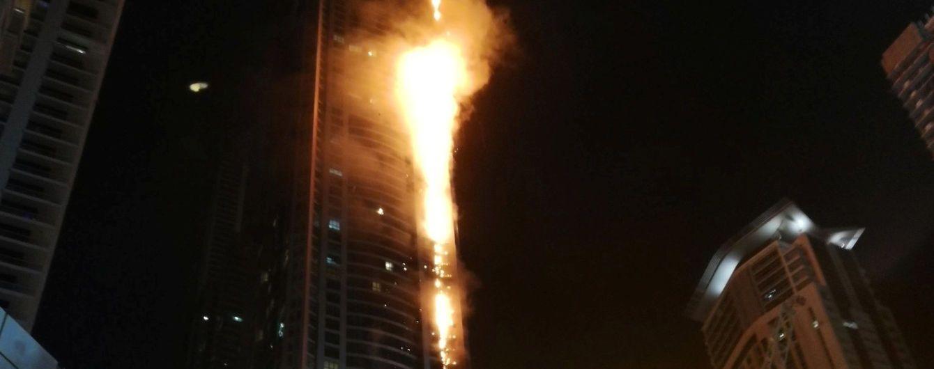 У Дубаї масивна пожежа охопила один з найвищих хмарочосів у світі