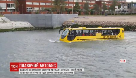 Головною річкою Праги запустили особливий транспорт, який розробив чеський винахідник