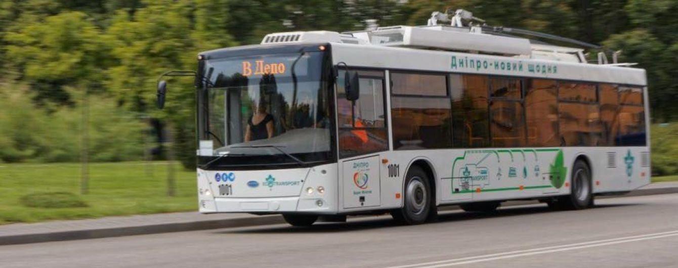 В Днепре на новый маршрут выехали автономные троллейбусы украинского производства