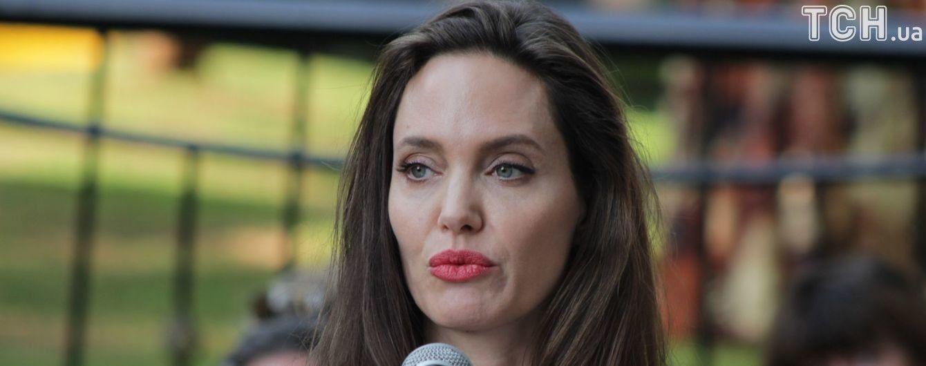 """Vanity Fair опубликовал расшифровку интервью с Джоли про """"эксплуатацию"""" детей на кастинге в Камбодже"""