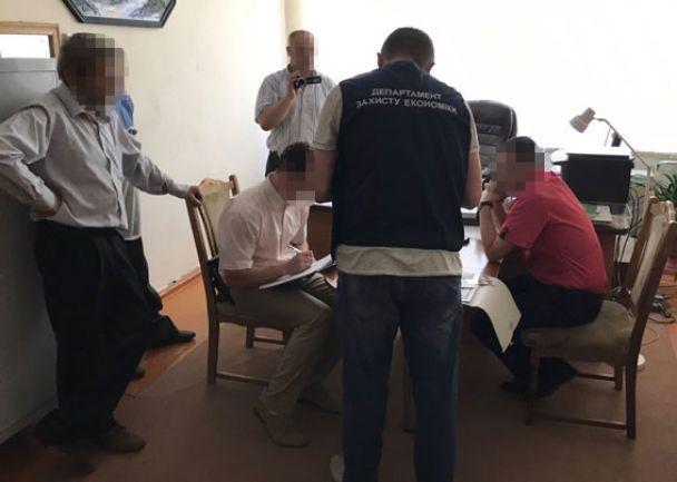 На Ивано-Франковщине двое руководителей ВУЗов требовали кругленькие взятки за поступление на бюджет