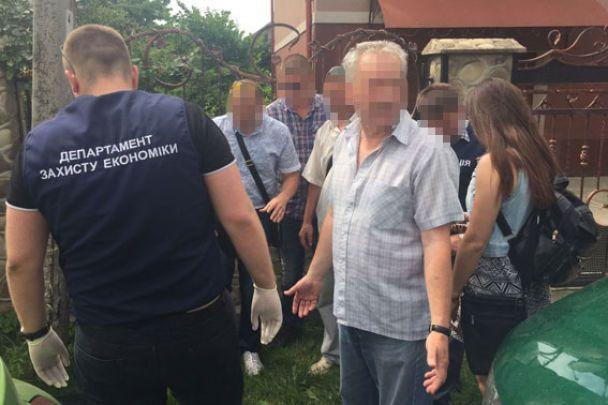 На Івано-Франківщині двоє керівників ВНЗ вимагали кругленькі хабарі за вступ на бюджет