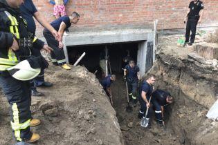 В Киеве на стройплощадке произошел обвал грунта, есть погибший